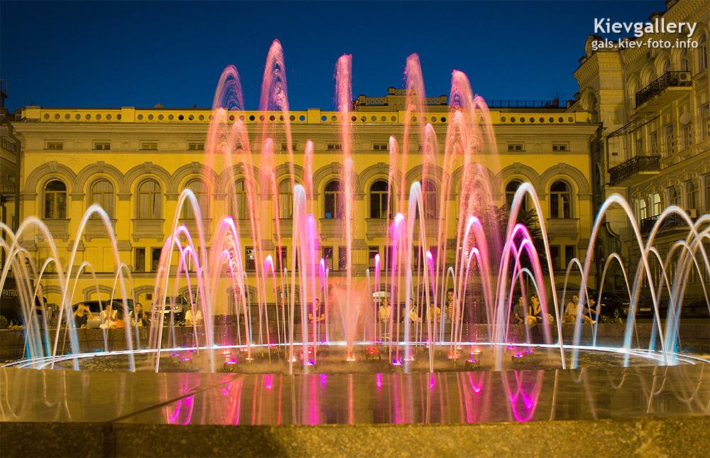 Фонтан у Киевского оперного театра - Fountain at the Kiev Opera House
