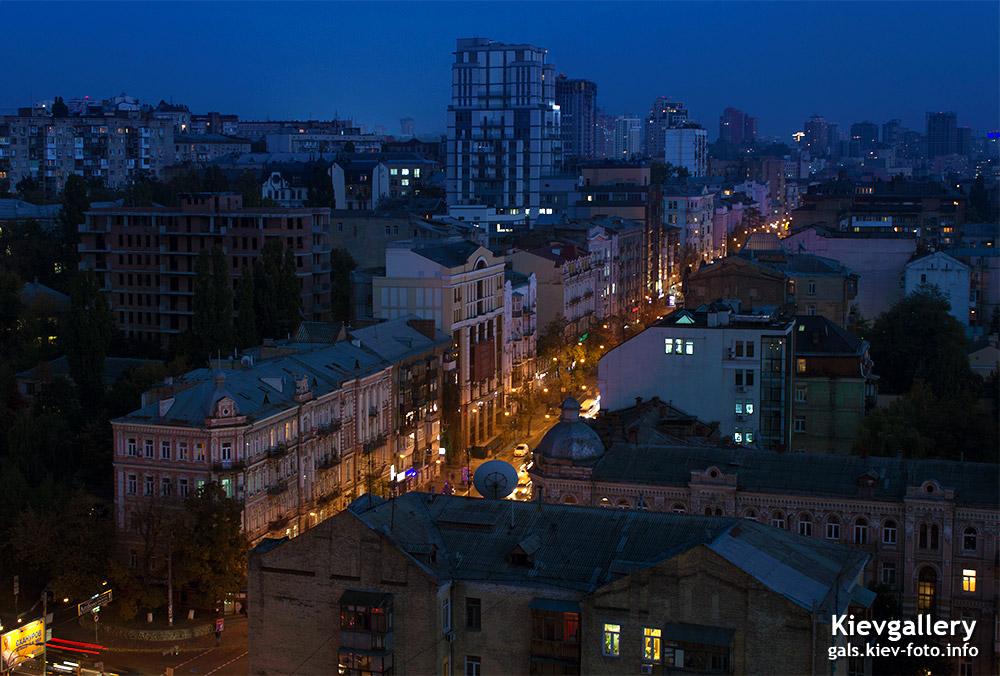 Вечерняя улица Саксаганского - Evening Saksaganskogo street