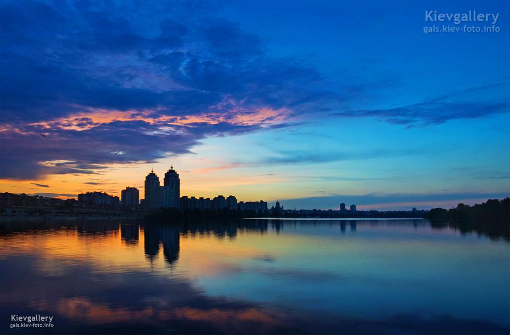 Красочный закат над Оболонью. Киев фото города