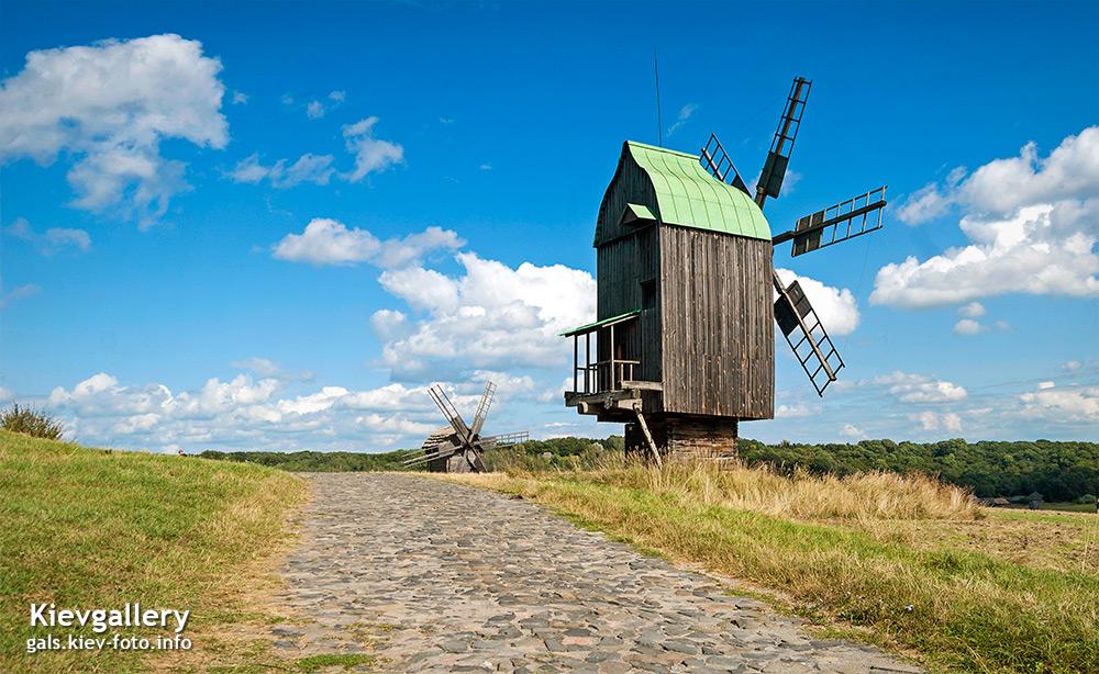 Мельницы в Пирогово. Mills in Pyrohiv