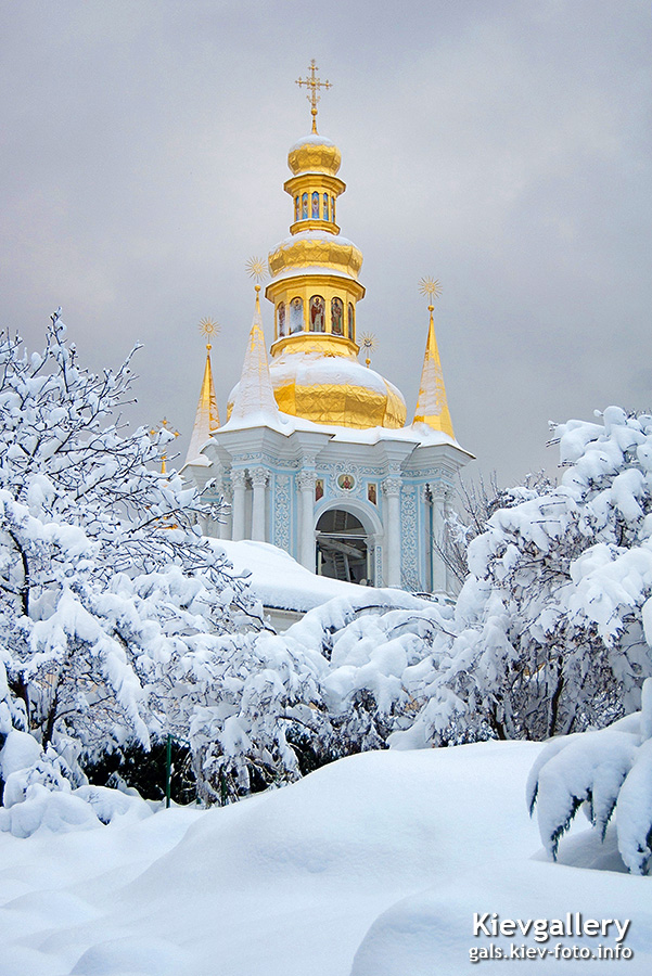 Зимний вид на малую лаврскую колокольню. Winter view of small Lavra Bell Tower