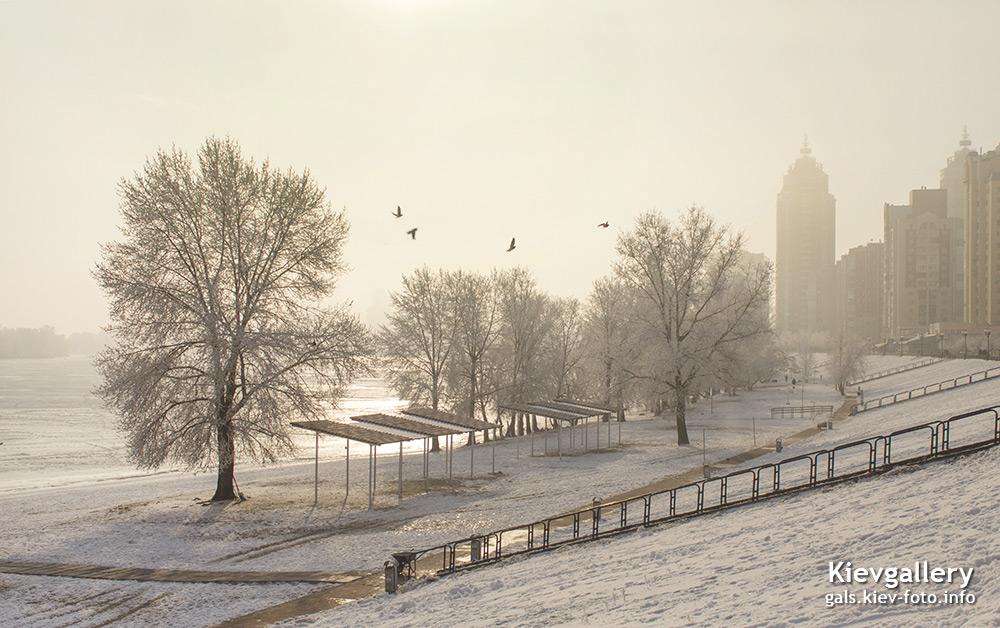 Зимнее утро на Оболонской набережной. Winter morning on the Obolon embankment