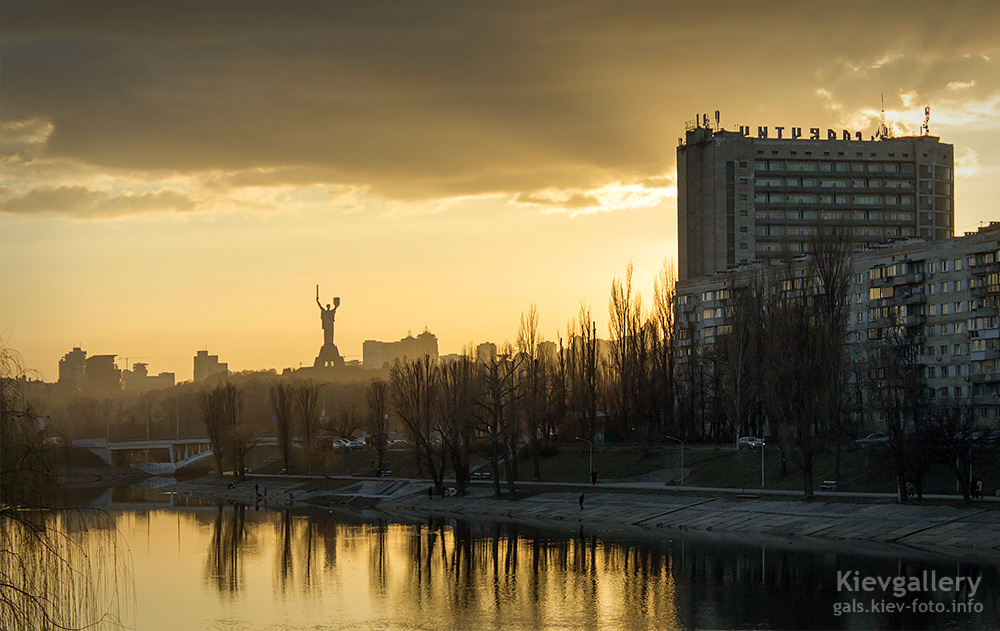 Весенний вечер над Русановским каналом