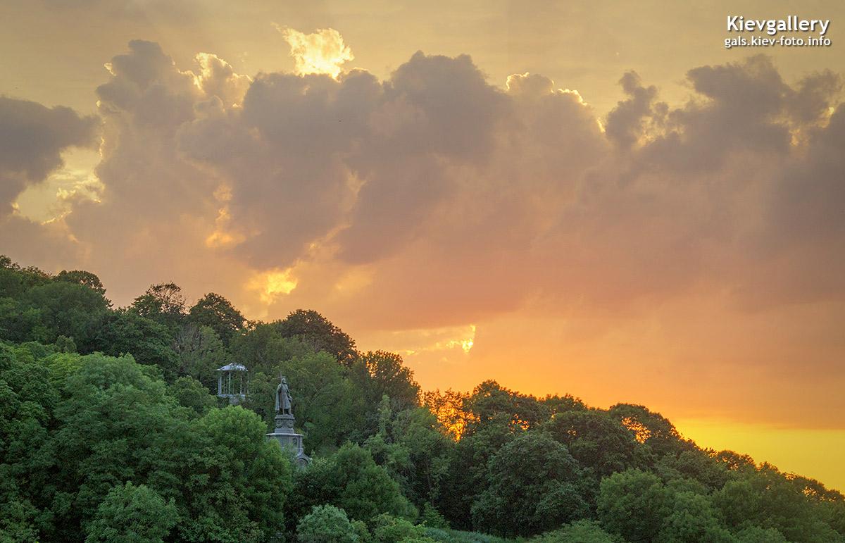 Владимирская горка на закате. Saint Vladimir Hill