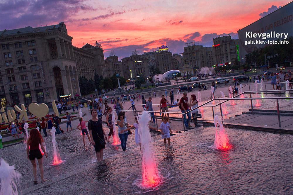 Каскадные фонтаны на Майдане