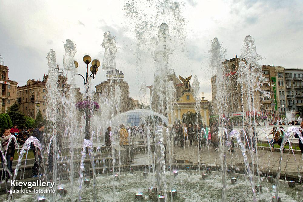 Светомузыкальный фонтан на Майдане Незалежности