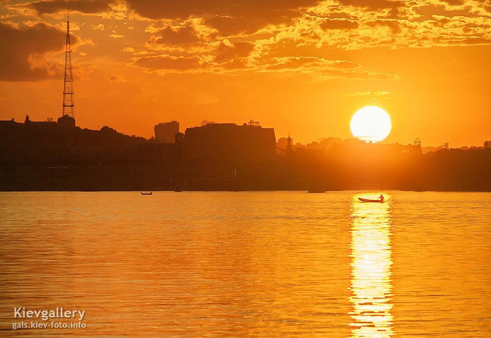 Солнце садится над Подолом