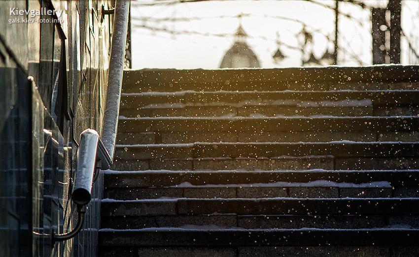 Фото зимнего Киева. Снежинки на Крещатике