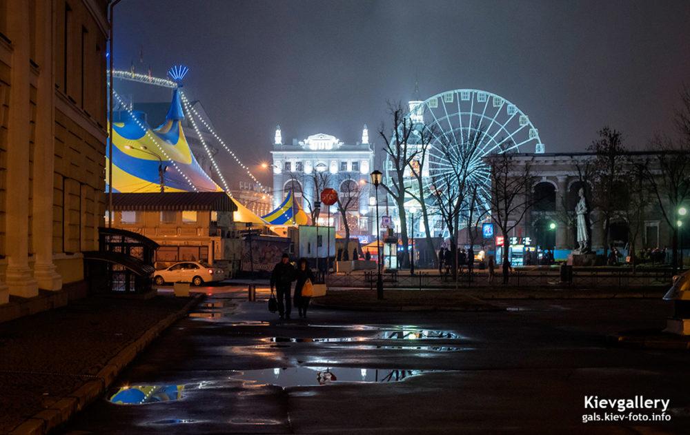 Колесо обозрения на Контрактовой площади на Подоле