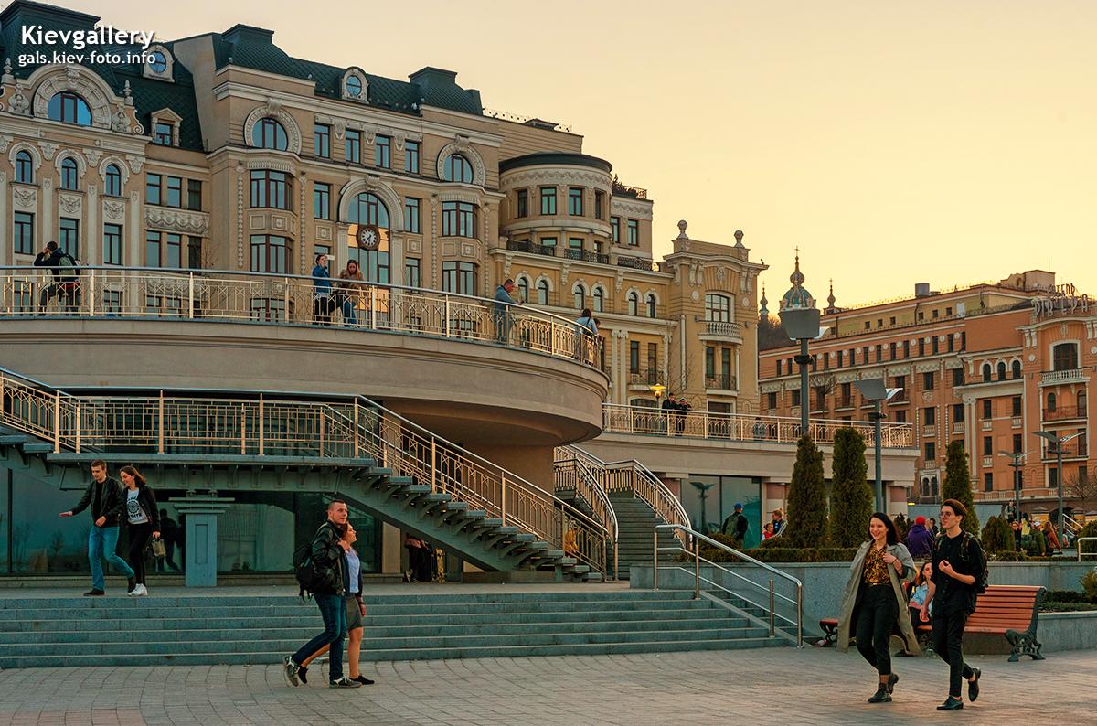 Весенний вечер на Почтовой площади