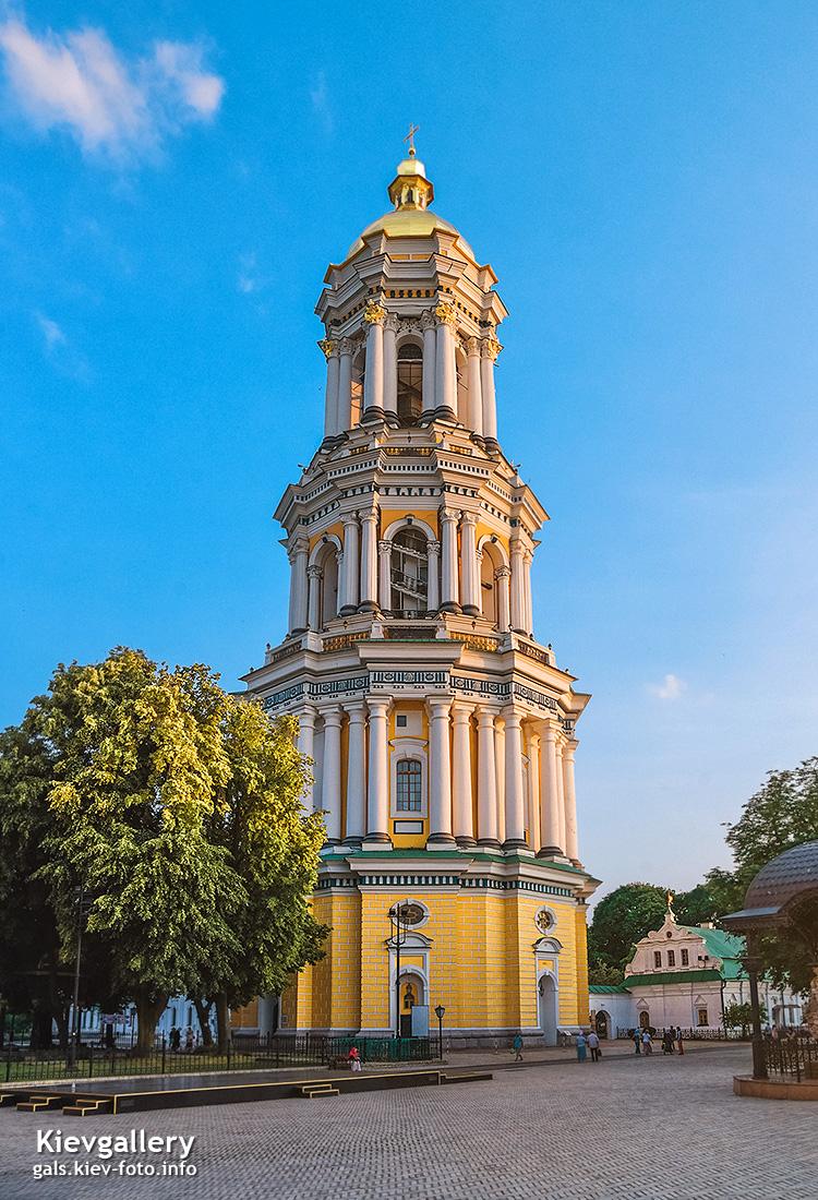 Знаменитая большая 96-метровая колокольня Киево-Печерской Лавры. Прогулка по вечерней Киево-Печерской Лавре