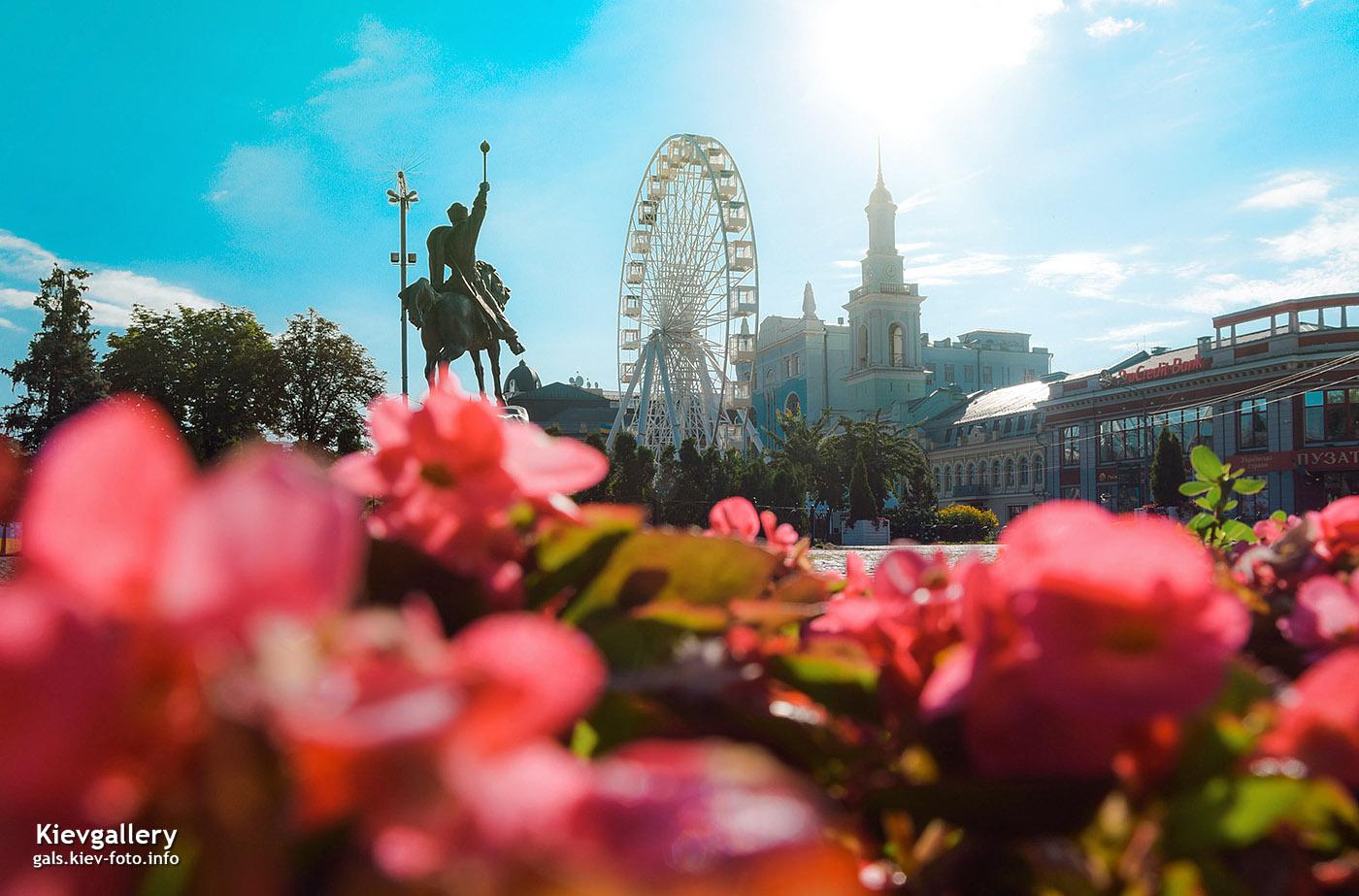 Утренний вид Контрактовой площади