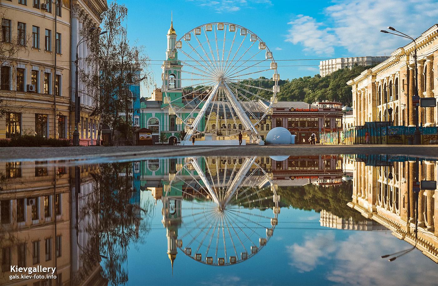 Колесо обозрения на Подоле. Киев в отражении луж