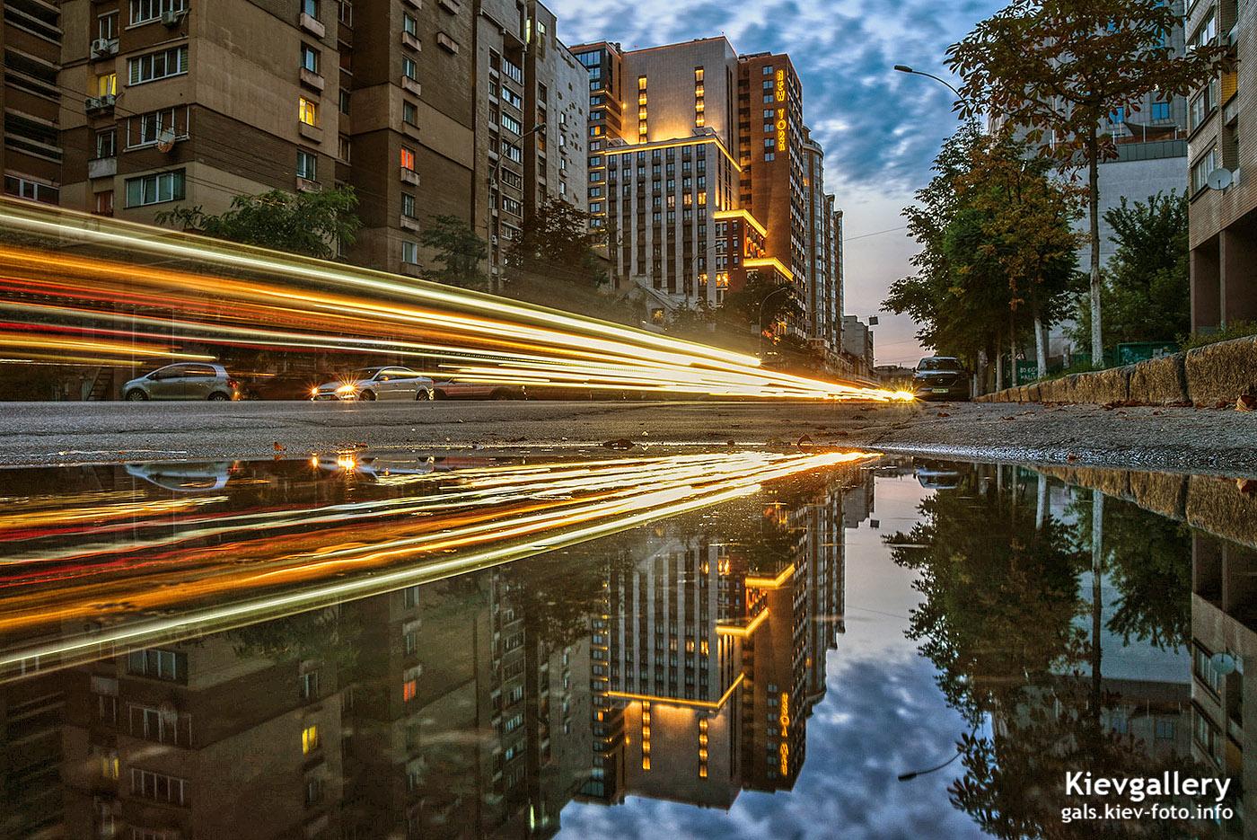 Вечерняя улица Антоновича