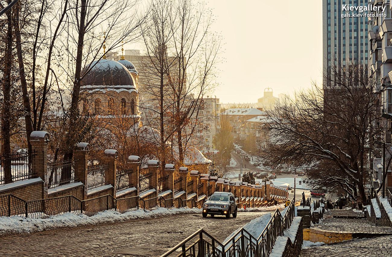 Спуск по улице Шелковичной