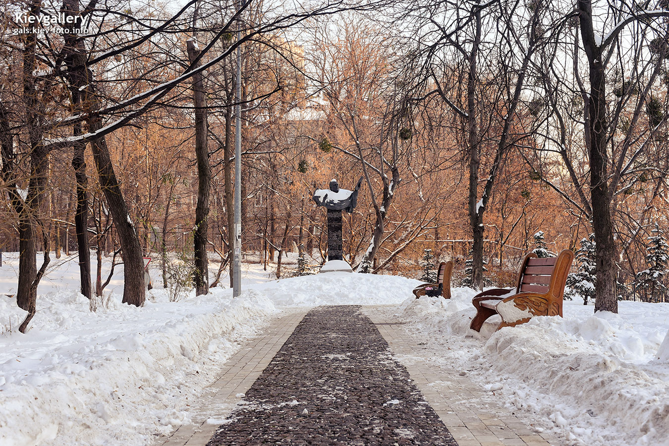 В зимнем сквере Ивана Козловского