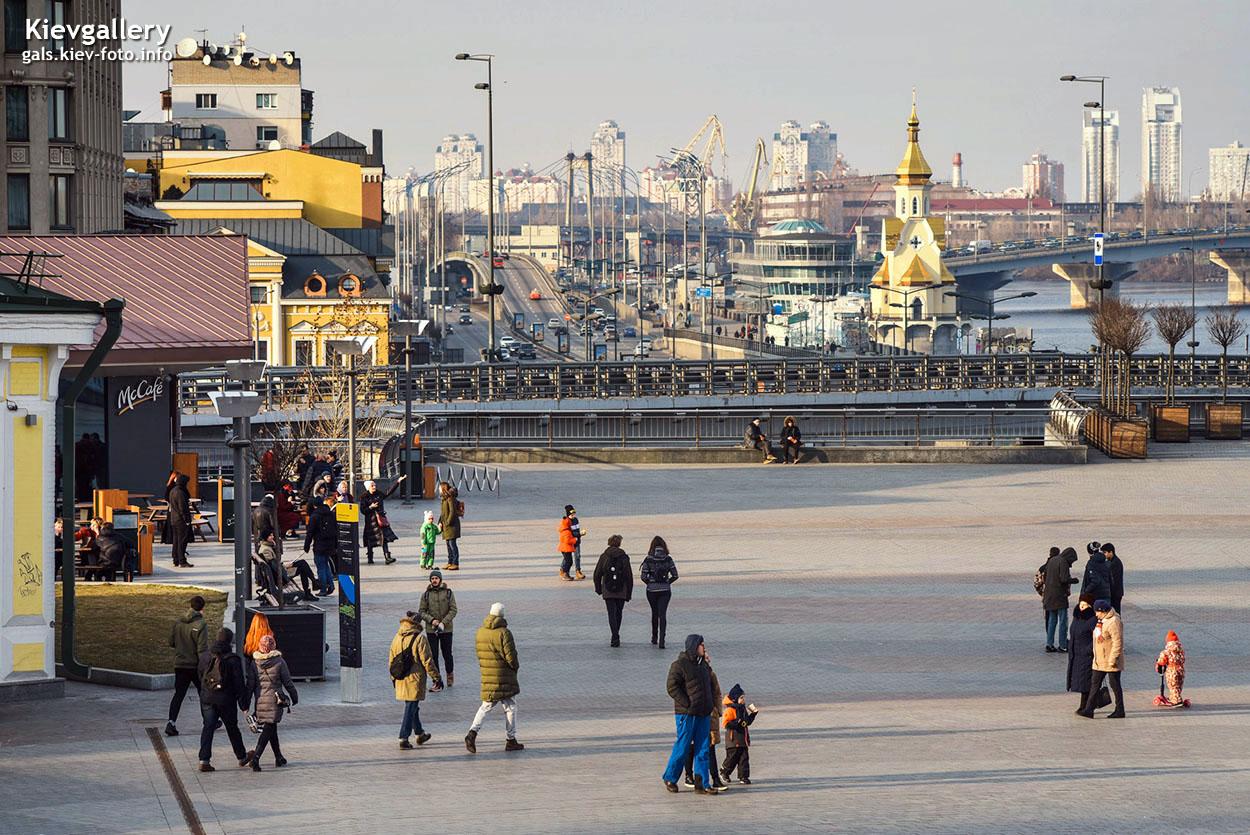 Начало марта на Почтовой площади