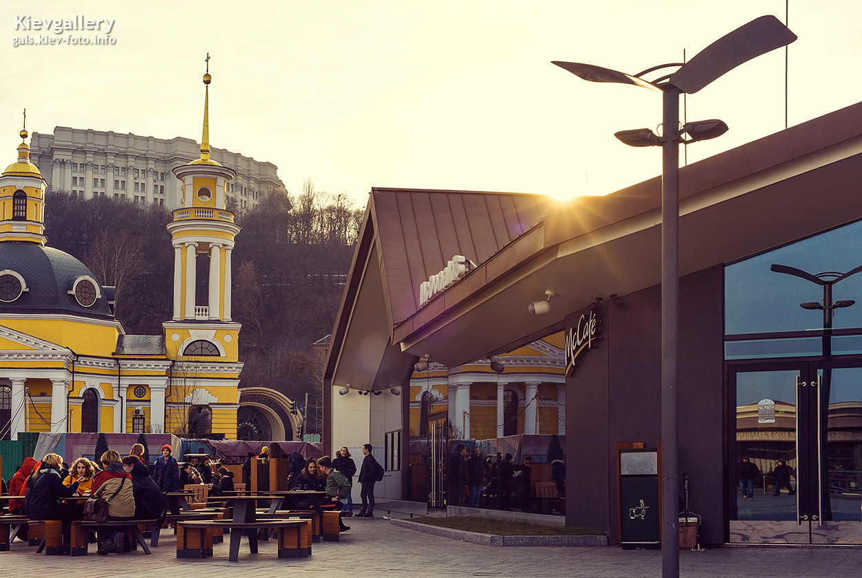 Макдональдз на Почтовой площади
