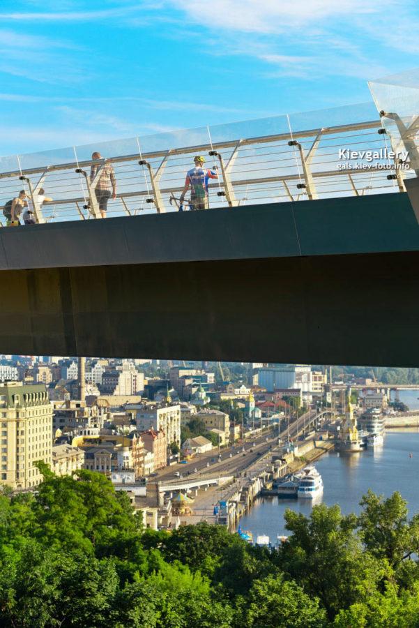 Виды со стеклянного моста на Владимирской горки