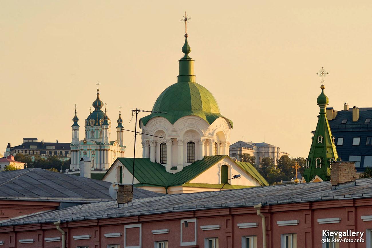 Купола трех церквей на Подоле