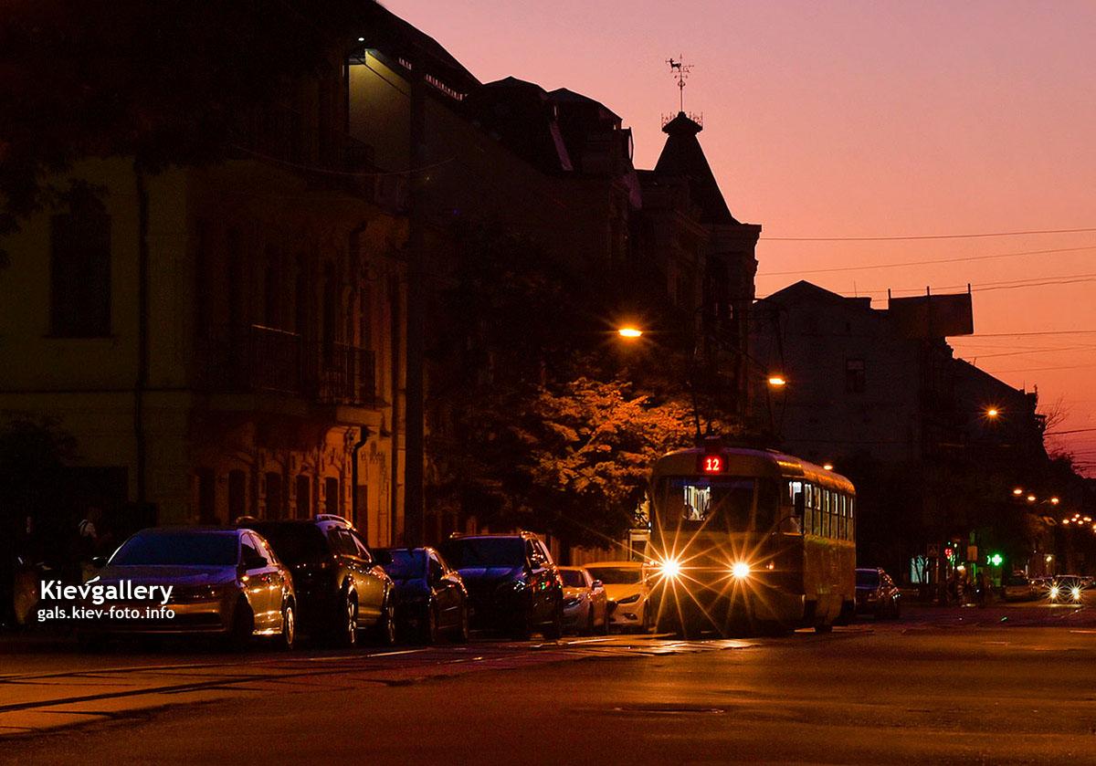 Вечерняя улица Константиновская