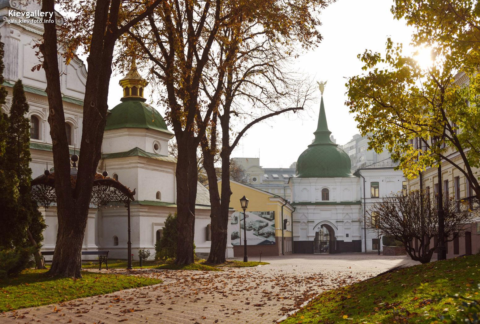 Осеннее утро на территории Софии Киевской