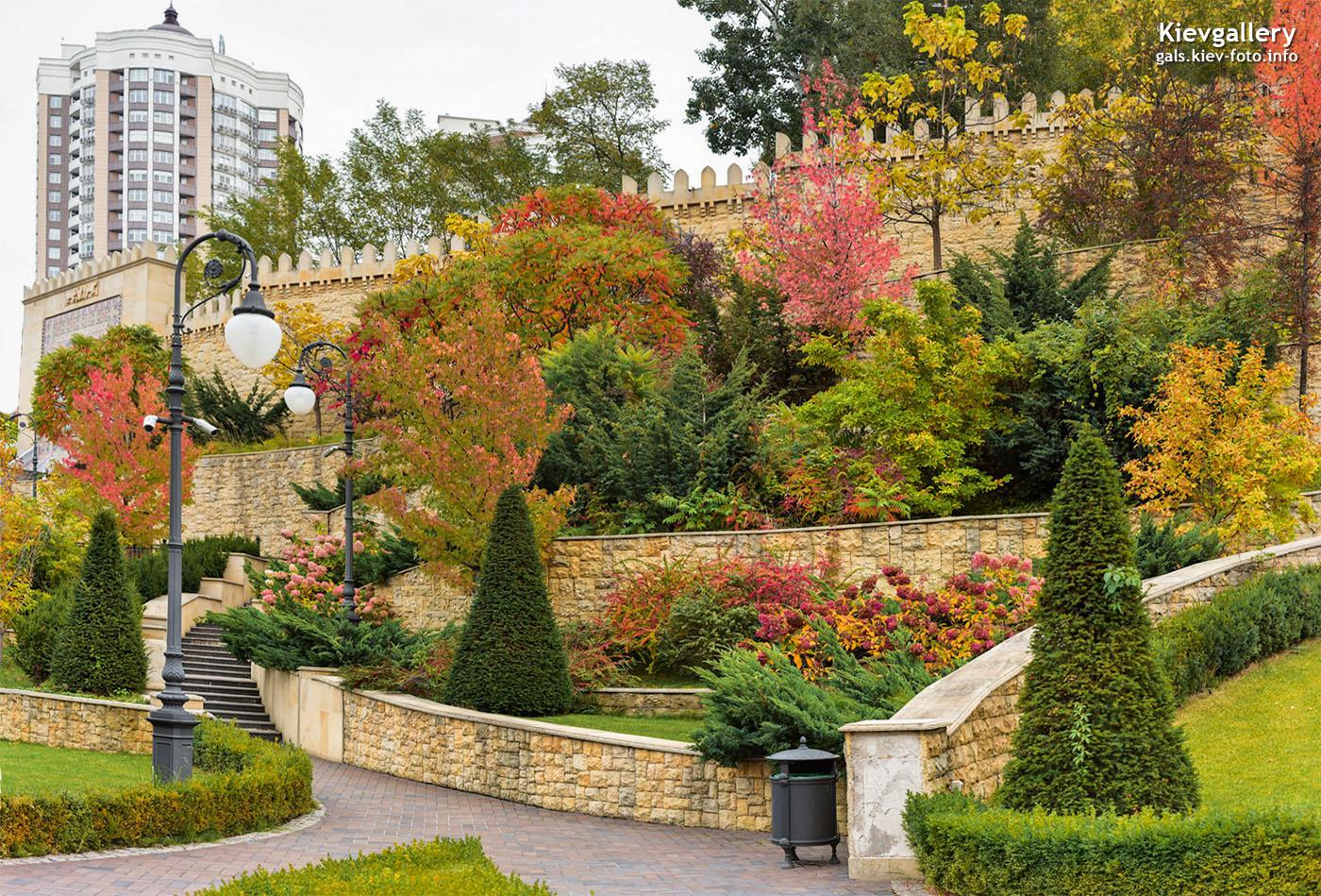 Невероятная палитра красок: осенний парк Алиева