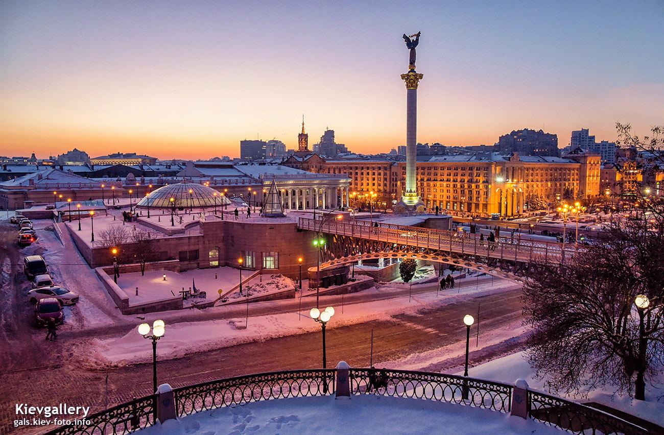 Зимний вечерний Майдан Незалежности
