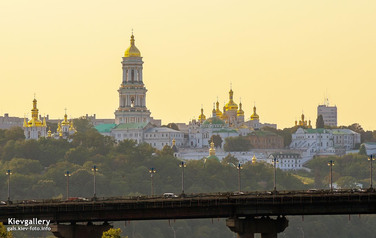 Киево-Печерская Лавра в лучах вечернего света