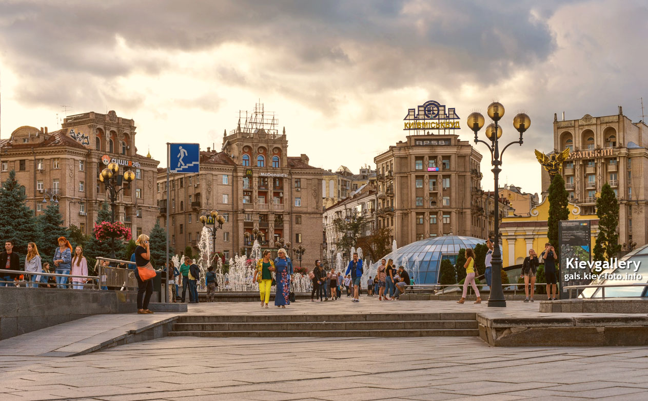 Вечер на Майдане у фонтанов